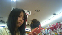 【HD動画】カワイイ娘のパンツ逆さ撮りNo04(顔あり)
