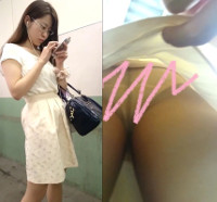 【限定20セット!】AVの女教師役風お姉さんの純白パンティをスカートめくり!