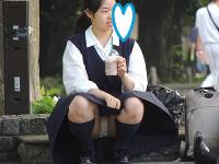 制服姿の可愛いコを発見!!(FHD)大変です!!パンツが見えてますよ17