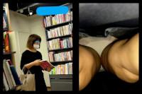 【 スマホで逆さ撮り93】メガネ人妻のオフの日パンティ エロいシルク生地パンツをゲット!【素人盗撮】